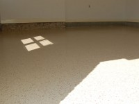 tan-epoxy-garage-floor-with-wine-flakes-raleigh-0567-800